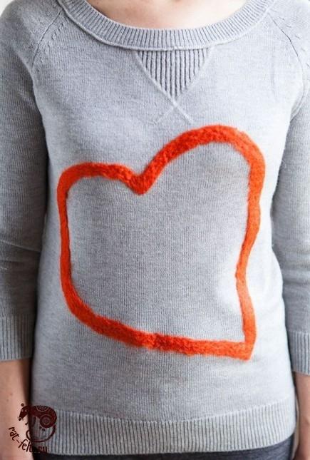 валяная аппликация на свитере