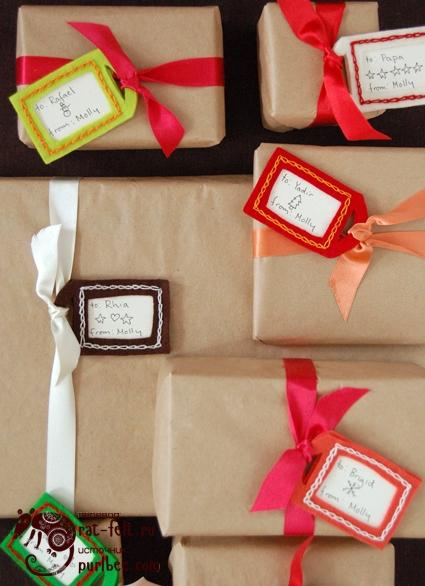 Упакованные подарки с бирками из фетра
