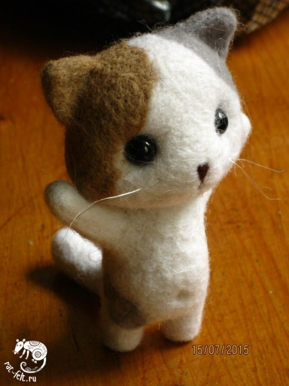 Игрушка по мастер-классу по валянию котенка из шерсти