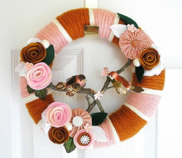 Карамельный венок с цветами из фетра от Agnes Blum