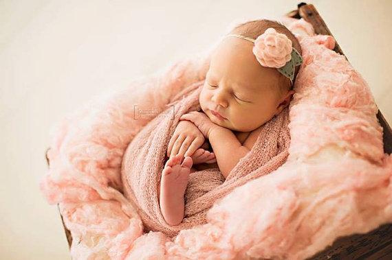 Младенец с повязкой из фетра