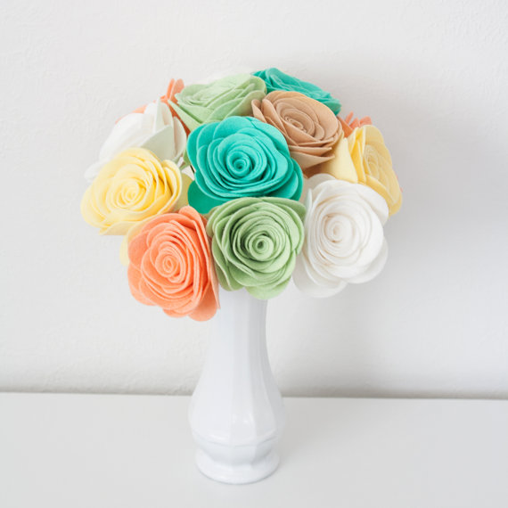 Свадебный букет Цветочное разнообразие от Sugar Snap Boutique