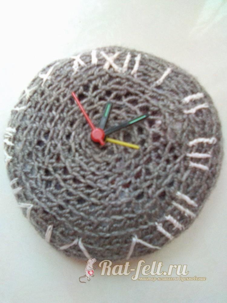 Вязаные часы с кукушкой: схема крючком