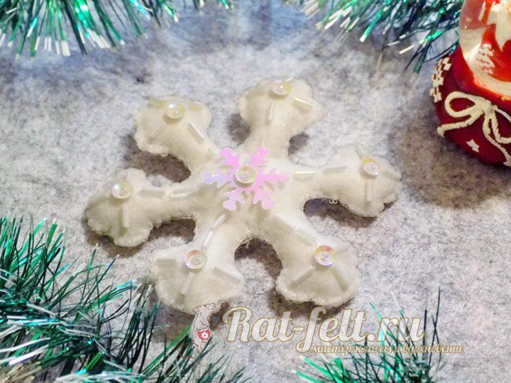 красивая белая снежинка