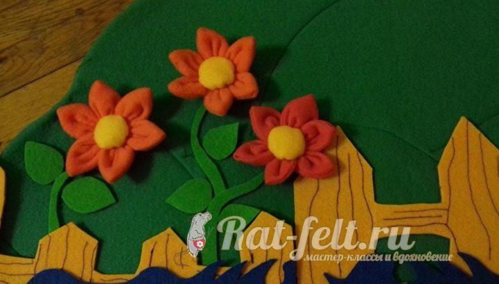 готовая композиция из флисовых цветков