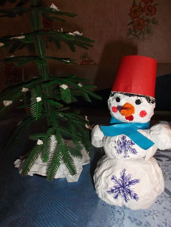 Объемный снеговик на Новый годиз бумаги