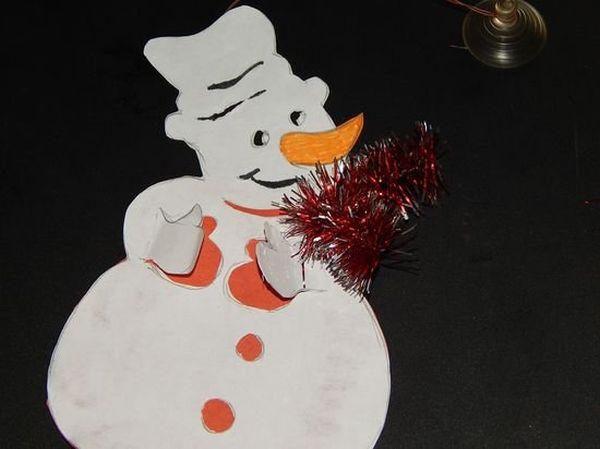 Как сделать объемного снеговика из бумаги на окно