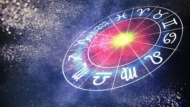 Смотреть Каким знакам Зодиака повезет в 2019 году: гороскоп на удачу видео