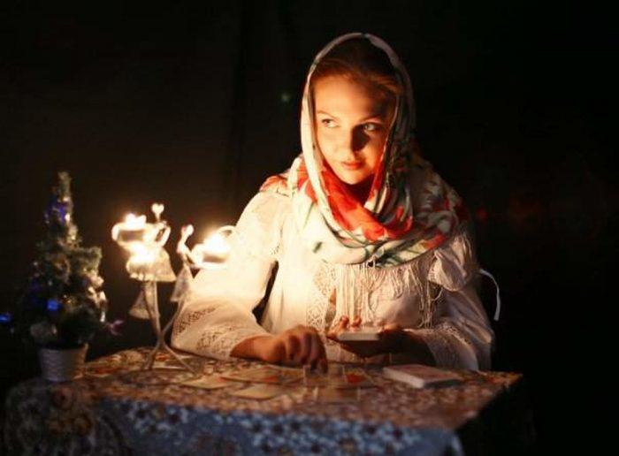 Смотреть Гадания на крещение 18 января перед сном: на суженого, на желание, на будущее видео