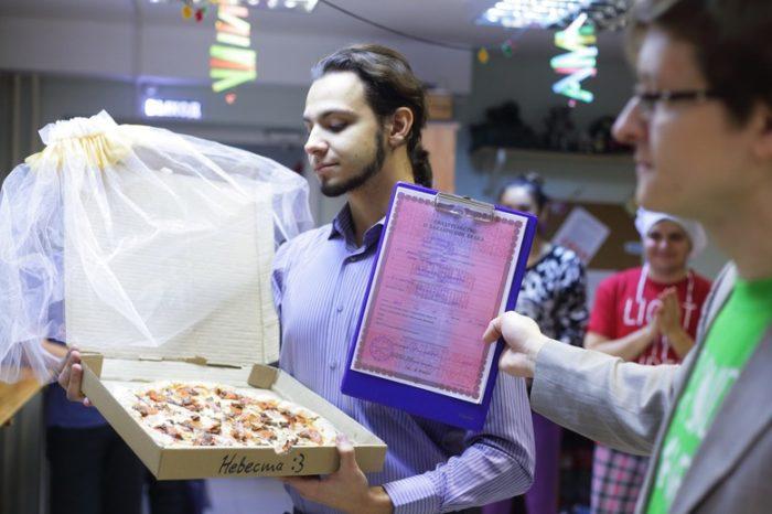 Россиянин взял в жены пиццу