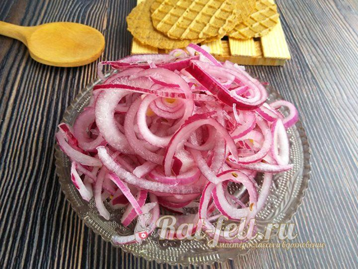 вкусный маринованный лук