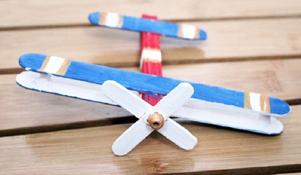 Самолет из палочек от мороженого – поделка для детей средней группы