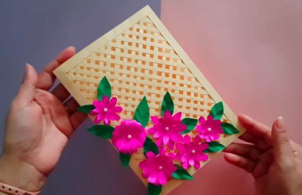 Открытка-решетка с весенними цветами
