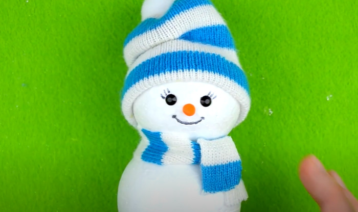 Завязываем снеговику шарф