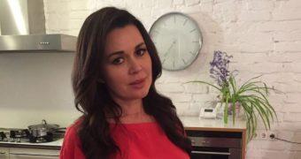 Миниатюра к статье Передача Дмитрия Борисова предложила Заворотнюк 3 млн. рублей за интервью о раке