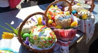 Миниатюра к статье Красят ли яйца на Радоницу и можно ли печь куличи
