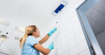 Миниатюра к статье Как не оставить разводов после мытья пластиковых панелей