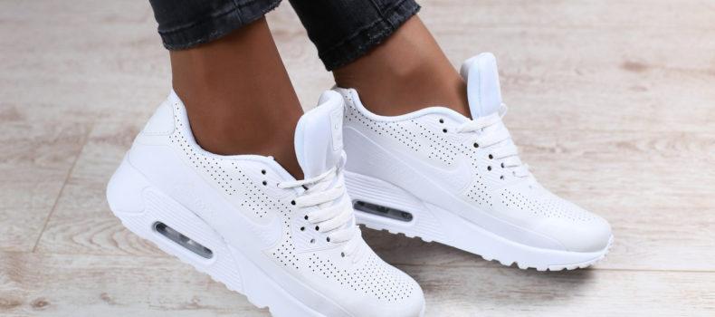 Миниатюра к статье Как почистить в домашних условиях белые кроссовки: эффективные способы