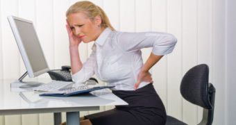 Миниатюра к статье 6 правил как сидеть за ноутбуком, чтобы не болела спина