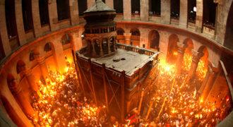 Миниатюра к статье Почему благодатный огонь сходит только на православную Пасху