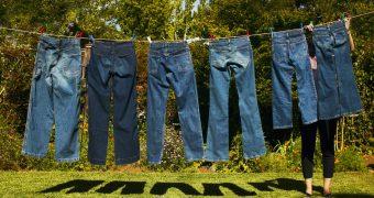 Миниатюра к статье Как быстро высушить джинсы в домашних условиях: эффективные способы