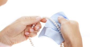 Миниатюра к статье Как почистить бижутерию, чтобы она блестела как новая