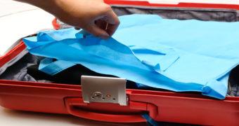 Миниатюра к статье Как правильно сложить рубашку в чемодан, чтобы не помялась