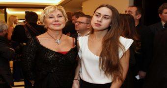 Миниатюра к статье Дочь Любови Успенской призналась, что мать ее часть закрывала одну и душила