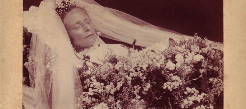 Миниатюра к статье Зачем в 19 веке делали посмертные фото