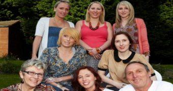 Миниатюра к статье Эта семья родила 6 девочек разом - как сложилась их судьба спустя почти 40 лет