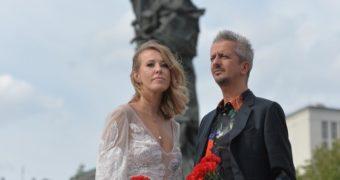 Миниатюра к статье Ксения Собчак и Константин Богомолов сыграли свадьбу