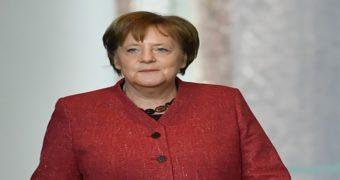Миниатюра к статье Трясучка! Что за болезнь у Меркель?