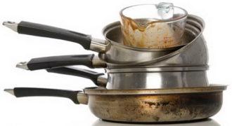 Миниатюра к статье Как легко очистить алюминиевую кастрюлю от нагара в домашних условиях