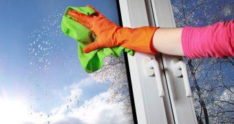 Миниатюра к статье Как помыть окна без разводов правильно в домашних условиях