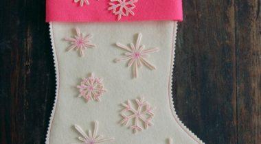 Миниатюра к статье Супер простые рождественские сапожки со снежинками
