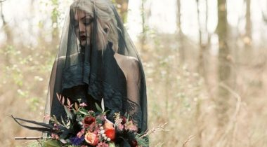Миниатюра к статье 22 стильных и драматичных черных свадебных платья