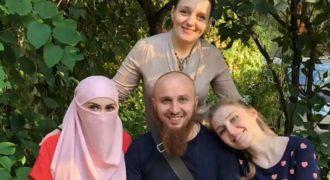 Миниатюра к статье Православный многоженец, у которого 3 жены и 13 детей (фото)