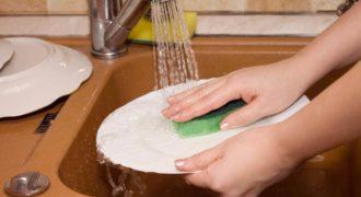 Миниатюра к статье Способы помыть посуду быстро и качественно без использования химии