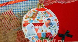 Миниатюра к статье Елочная игрушка со снегирями и снеговиком в технике скрапбукинг