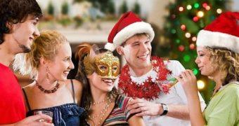 Миниатюра к статье Самые прикольные новогодние фанты для взрослых и детей