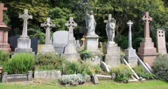 Миниатюра к статье Известные кладбища, где похоронены знаменитости (фото)