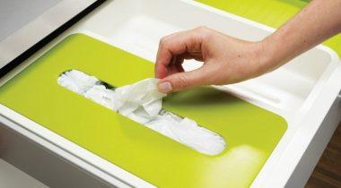 Миниатюра к статье Оригинальные идеи и лайфхаки, как хранить пакеты на кухне