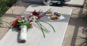 Миниатюра к статье Что нужно делать в Родительский день на кладбище