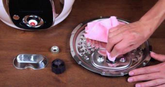 Миниатюра к статье Как и чем правильно помыть мультиварку в домашних условиях