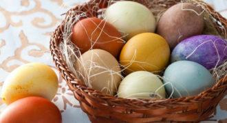 Миниатюра к статье Как красиво покрасить яйца в луковой шелухе с рисунком