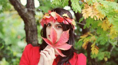 Миниатюра к статье 15 идей для использования осенних листьев (+ мастер-классы)