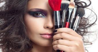 Миниатюра к статье Лайфхаки в макияже и косметике