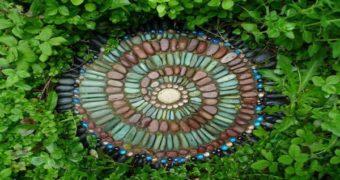 Миниатюра к статье Лучшие идеи мозаики из гальки для дачного участка (40 фото)