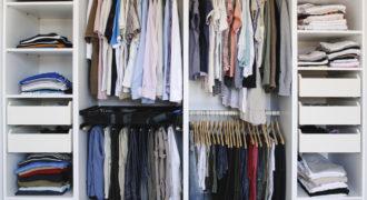 Миниатюра к статье Как правильно и рационально распределять вещи в шкафу