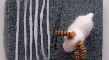 Миниатюра к статье Как привалять шерсть овечке. 2 способа